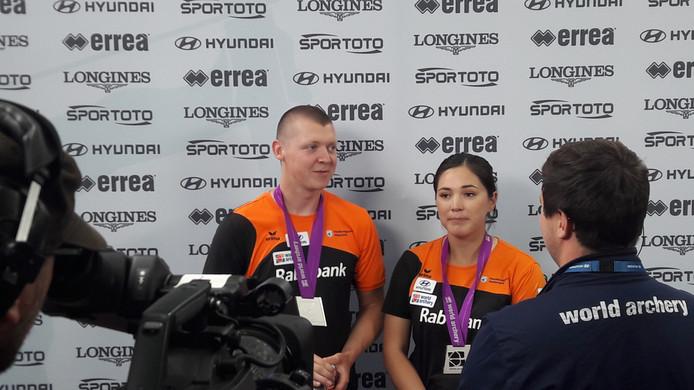 Sjef van den Berg en Gabriela Bayardo zijn blij met WK-zilver.
