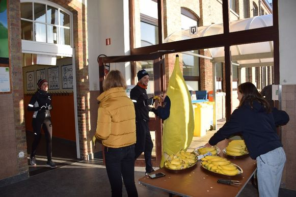 Onder meer deze grote bananen zorgden voor afleiding onderweg