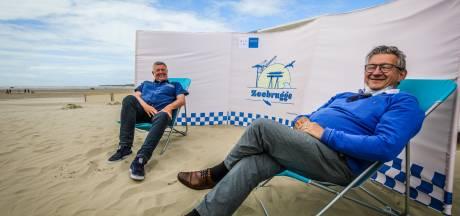 """Koop nu je strandscherm, Zeebrugge-stijl: """"Hopelijk ook na de coronaperiode een hebbeding"""""""