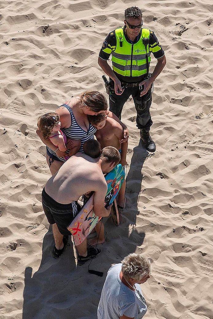 De ontknoping na drie kwartier onzekerheid: het jongetje wordt herenigd met zijn ouders, broertje en zusje.