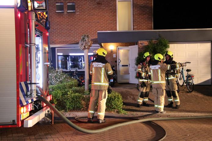 In een tuinhuisje bij een woning aan de Offenbachlaan in Vlissingen heeft een felle brand gewoed.
