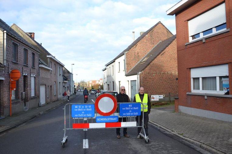 De Kloosterstraat zal voortaan afgesloten zijn van 8.10u tot 8.35 uur en van 15.20u tot 15.55u.