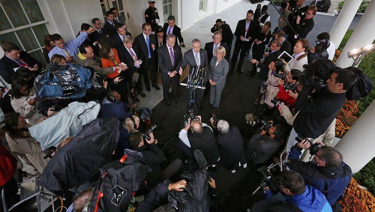 Senaatsleider Harry Reid staat na de onderhandelingen de pers te woord. Beeld getty