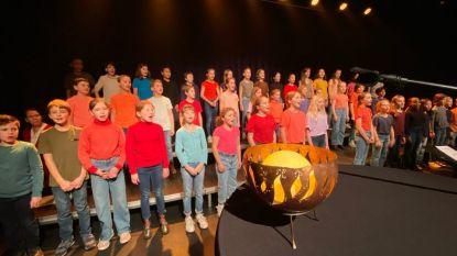 """Koorvlam van grootste zangwedstrijd ter wereld houdt halt bij schoolmusical: """"Het is een hele eer"""""""