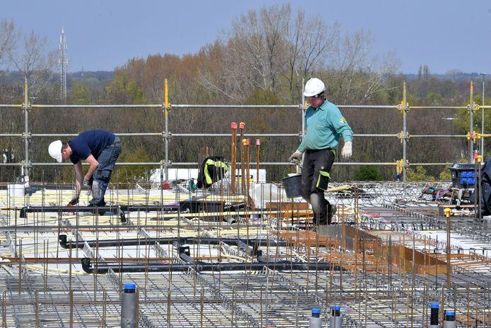 Dura Vermeer Hengelo bouwt het vd Valk hotel. Zij hebben juist veel aandacht voor veiligheid.