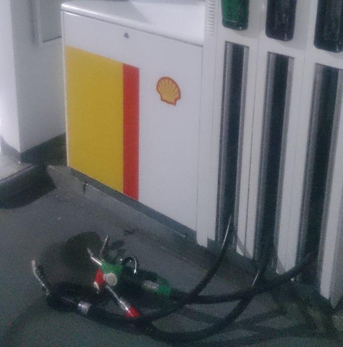 Shell tankstation onklaar gemaakt in Den Bosch door actievoerders