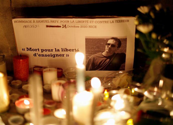 Nederlandse scholen staan maandag stil bij de moord op de Franse docent Samuel Paty.