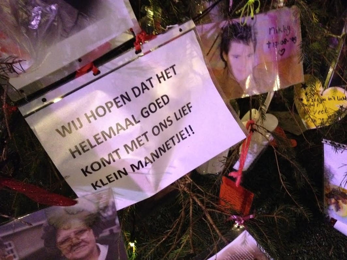 De wensen in de kerstboom zijn allemaal weggegooid.