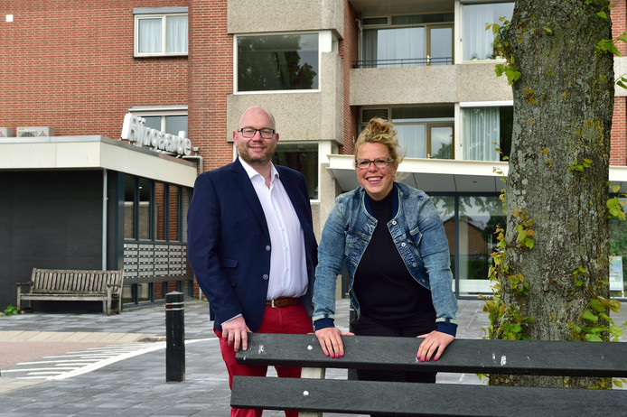 VVD'ers Annemiek Oskam en Willem Zuyderduyn vinden het niet wenselijk dat senioren en mensen met een baan in hetzelfde complex wonen.