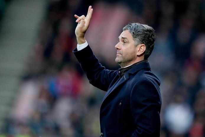 Marino Pusic als trainer van FC Twente.