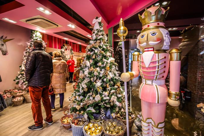 House of Christmas in de Wollestraat: de kleur roze is nooit veraf.