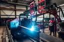 Een lasrobot aan het werk bij Voortman Steel Group in Rijssen. Het gebruik van robots neemt toe als productie wordt teruggehaald naar Nederland, voorspelt Paul Moers.