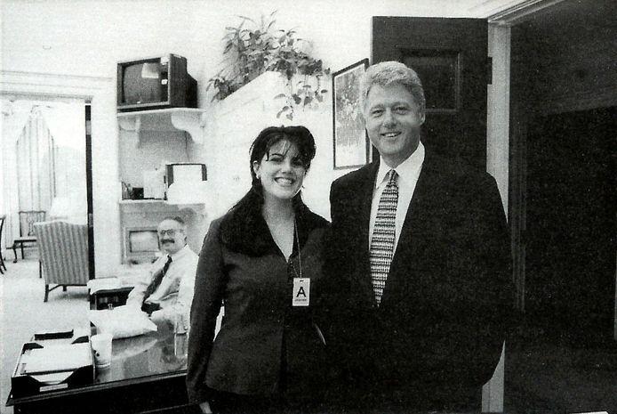 Een foto uit 1995 met president Clinton en stagiaire Monica Lewinsky.
