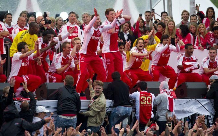 De selectie van Ajax tijdens de huldiging op het Museumplein. Ajax heeft de dertigste landstitel in de historie gewonnen. Foto Beeld anp