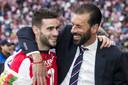 PSV'er Gastón Pereiro met oud-spits Ruud van Nistelrooy.