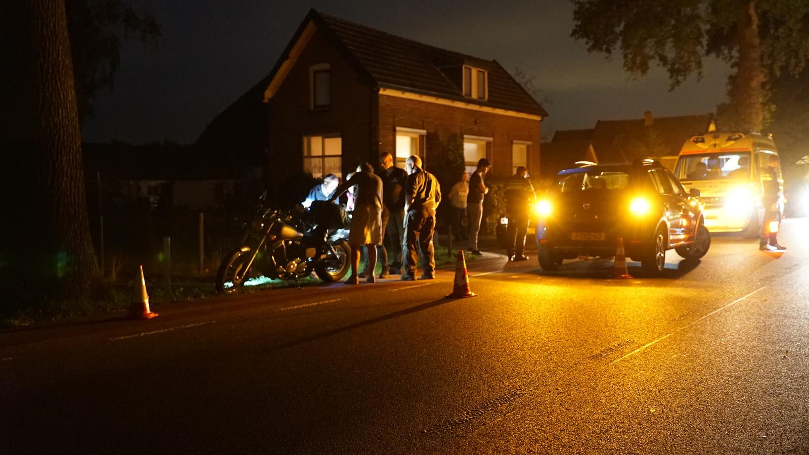 De motorrijder is voor onderzoek naar het ziekenhuis vervoerd.