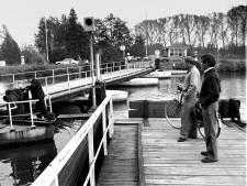Oproep aan Rotterdam: 'Geef beroemde scheepjesbrug terug aan Meerkerk'