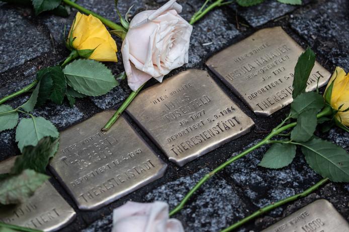 Stichting Stolpersteine Rijssen krijgt subsidie om de eerste stolpersteine (struikelstenen) te leggen ter nagedachtenis aan door de nazi's vermoorde Rijssense Joden.