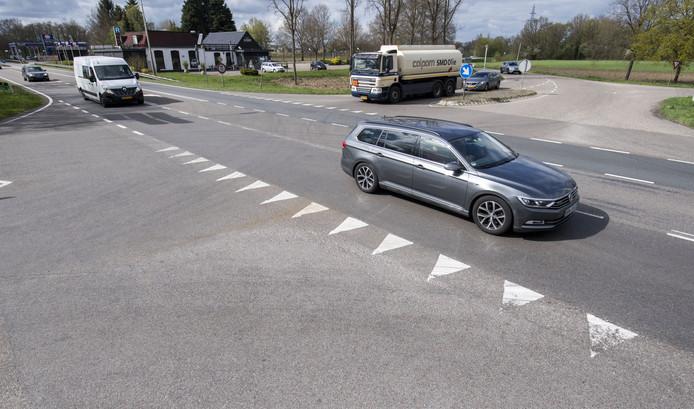 Plaatselijk Belang Haarle eist de plaatsing van verkeerslichten op de kruising N35/Stationsweg bij Haarle.
