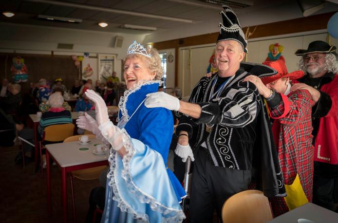 Hans Gerdsen en Margreet Veldkamp-Vianen zijn het eerste senioren-prinsenpaar van Doornenburg.