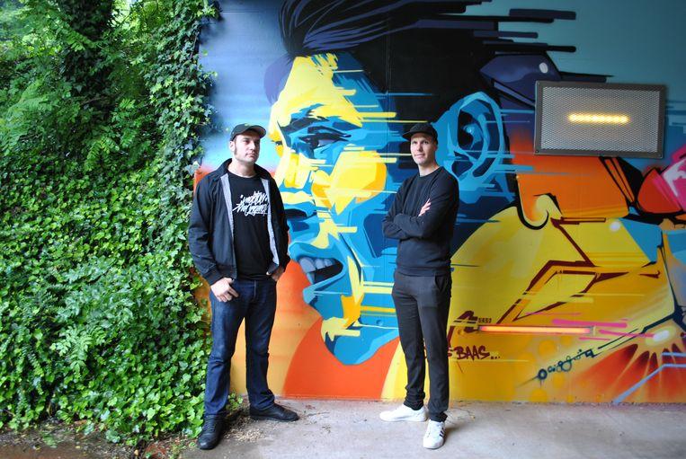 Nicolas 'Flash' en Ben 'Rabiz' bij het portret van Eddy Merckx.