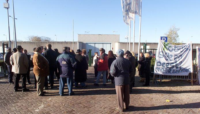 Sympathisanten en familieleden protesteren tegen de in hun ogen onmenselijke omstandigheden die Kobus L. ondergaat in de EBI.