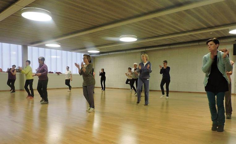 Dansen in sporthal Oostbroek.