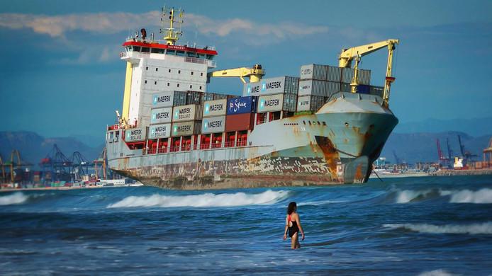 Even een lekkere duik. Freightened belicht de mechanismen en gevolgen van de zeevrachtstromen.