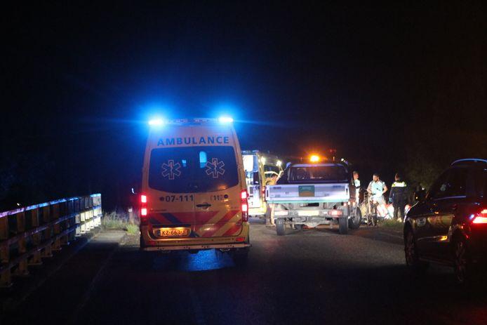 De hulpverlening in volle gang na het ongeluk bij Ederveen.