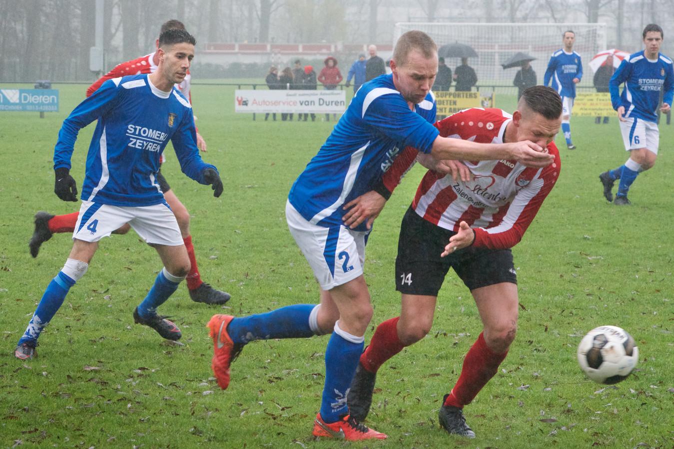 Eendracht  Arnhem - hier in een andere derby tegen Arnhemse Boys - versloeg woensdagavond De Paasberg en staat in de halve finale van de Arnhem Cup.