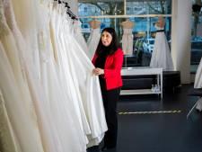 Het verdriet van de vele nooit opgehaalde bruidsjurken: 'Achter elke jurk schuilt een corona-verhaal'