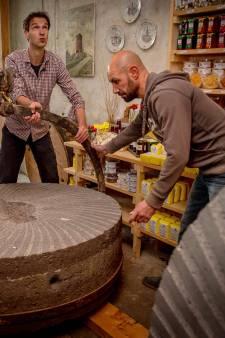 Nieuwe stenen voor Wijchense molen: 'een hele happening'