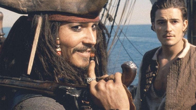 Johnny Depp en Orlando Bloom in Pirates of the Caribbean: The Curse of the Black Pearl. Beeld
