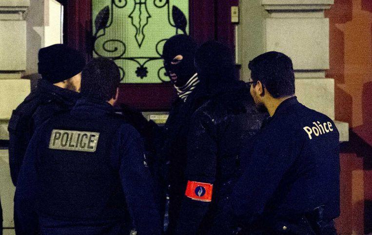 Buurtonderzoek bij een anti-terreuroperatie in het Belgische Verviers Beeld anp