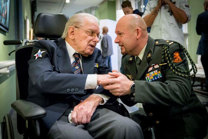 Marco Kroon ontmoet Koreaveteraan Joop van Rijswijk