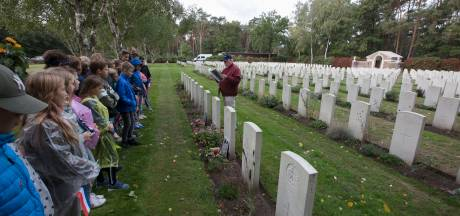 Mierlo-Houtse leerlingen herdenken bevrijding: 'Juf, die jongen was twintig'