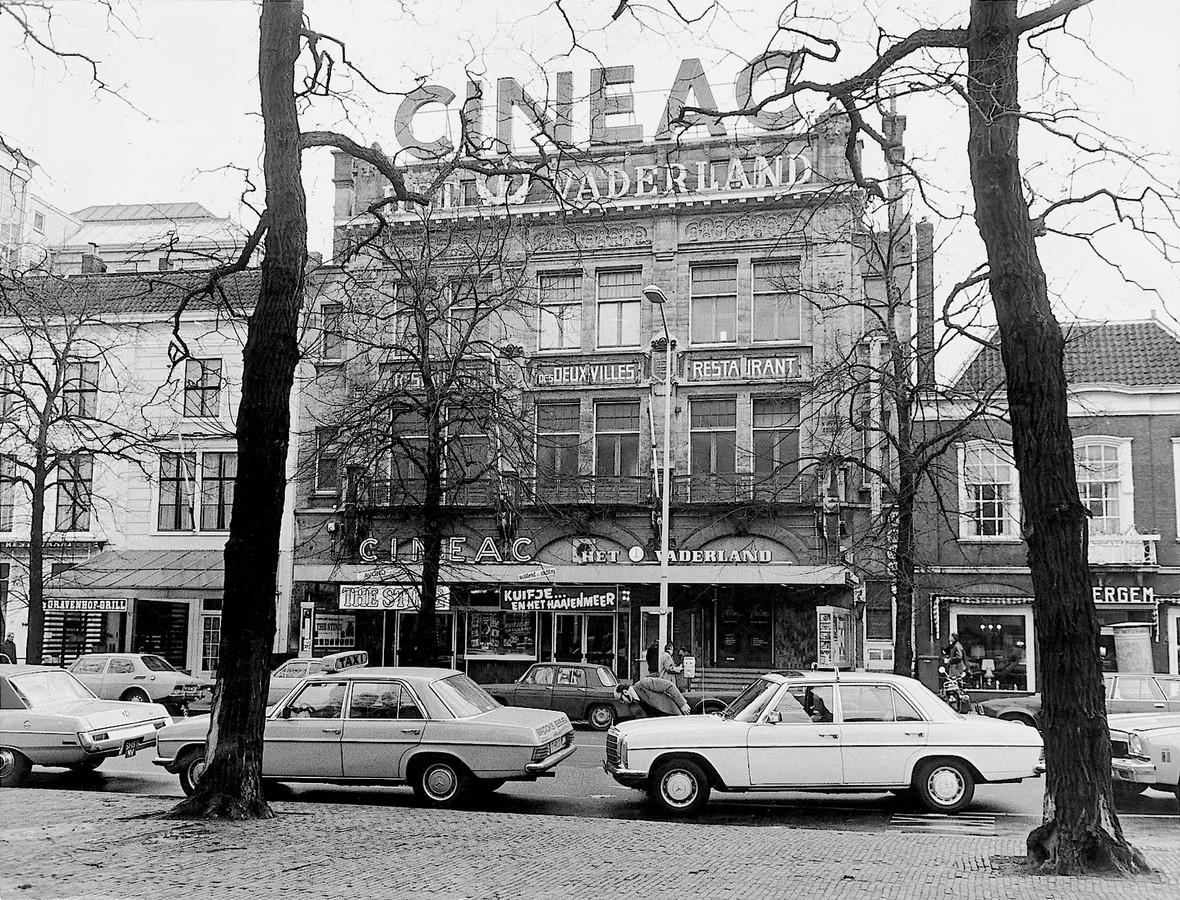 De Cineac op het Buitenhof in begin jaren zeventig. Drie minuten fietsen naar de mulo.
