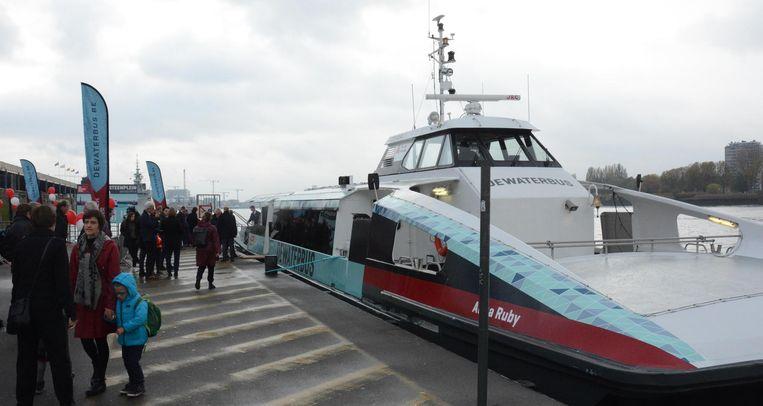 De Aqua Ruby, de tweede waterbus, is zaterdag ingehuldigd.
