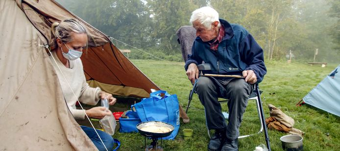 Floortje Dessing kampeerde deze zomer met haar 91-jarige vader in de Kennemerduinen