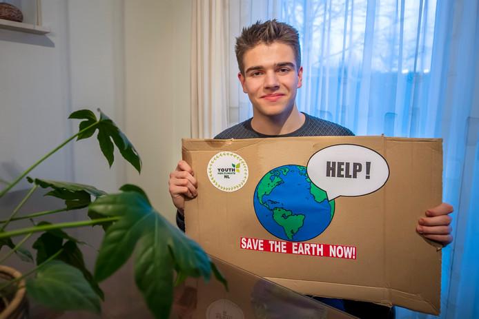 Stijn Huijsmans (16) uit Wouw gaat samen met een mede-leerling uit 5vwo naar landelijke actiedag voor scholieren in Den Haag.