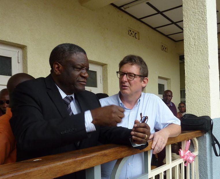 De Aalsterse dokter Guy Verhulst met zijn Congolese collega Mukwege.