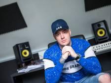 Omstreden rapper uit Deventer begint pedofielenjacht op internet: 'Politie doet te weinig'