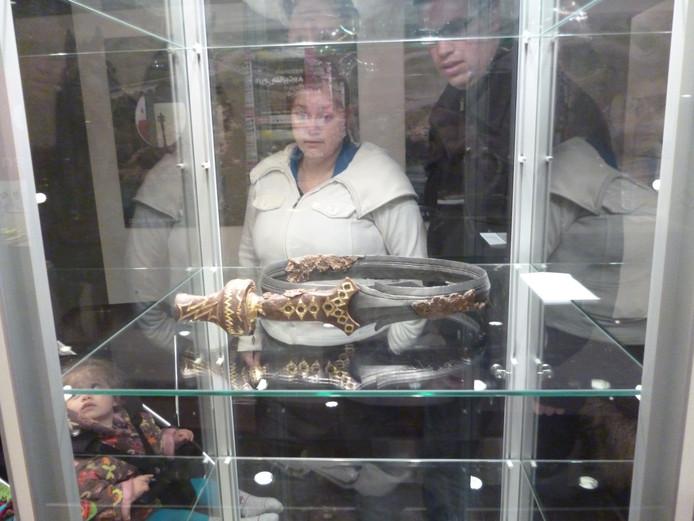 Het zwaard is normaal gesproken bij het Rijksmuseum van Oudheden in Leiden te zien.