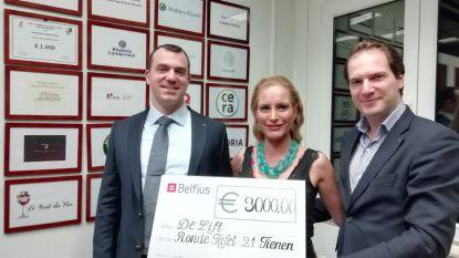 De Lift krijgt cheque van 3.000 euro van serviceclub Ronde Tafel 21 Tienen