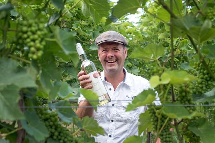 Andre Vinke wijnboer in driewegen/foto voor margot verhagen/foto mechteld jansen