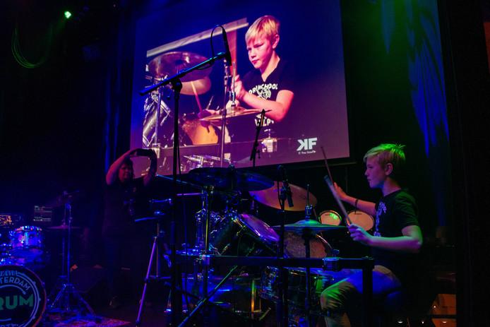 Drummen met de schijnwerpers op je gericht. Dat valt niet mee, maar leerlingen van Drumschool Ralph gaan er zondag voor.