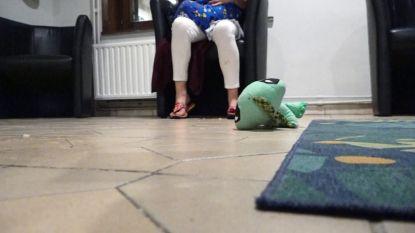 """Man zet Anna en haar elf maanden oud zoontje op straat: """"Gelukkig kon ik terecht bij daklozencentrum"""""""