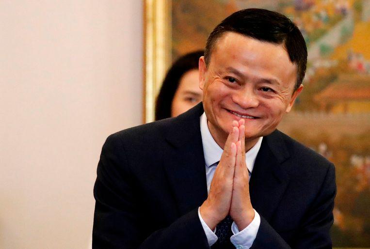 Jack Ma, het brein achter Alibaba, stapt op bij de Chinese webwinkelgigant. De rijkste man van China wil zich gaan richten op onderwijsprojecten.
