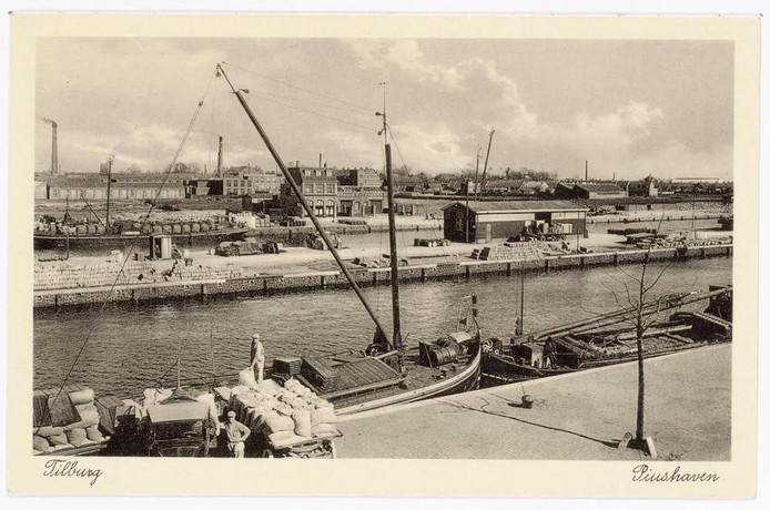 De Piushaven in 1930, het pand waar Burgemeester Jansen nu zit, stond er toen al. Foto Regionaal Archief Tilburg