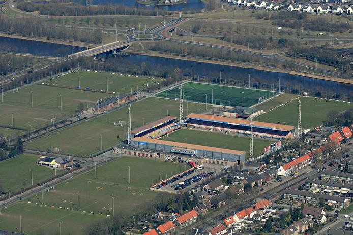 Het stadion van Helmond Sport en omringende voetbalvelden.